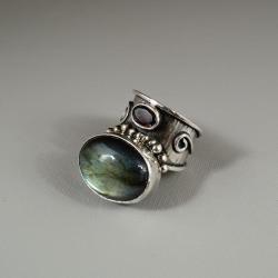srebrny pierścionek z labradorytem i granatem - Pierścionki - Biżuteria