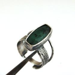 srebrny pierścionek ze szmaragdem - Pierścionki - Biżuteria