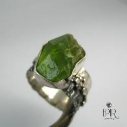 Obrączka srebrna z oliwinem - Pierścionki - Biżuteria