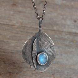 srebrny wisioe z kamieniem księżycowym - Wisiory - Biżuteria