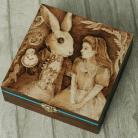 Pudełka pirografia,królik,alicja w krainie czarów
