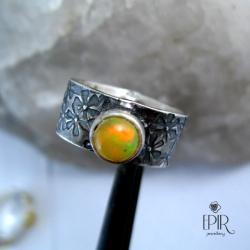 Obrączka srebrna z opalem - Pierścionki - Biżuteria
