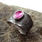Pierścionki rubin,malinowy,surowy,blask,różowy,szeroki,czerń