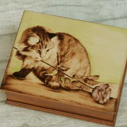 szkatułka,kot,pirografia - Pudełka - Wyposażenie wnętrz