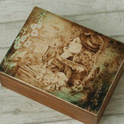 pirografia,kobieta,ogród - Pudełka - Wyposażenie wnętrz