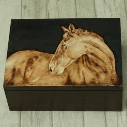 koń,pirografia,wypalanie - Pudełka - Wyposażenie wnętrz