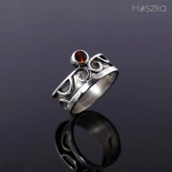 obrączka,pierścionek,korona,granat - Pierścionki - Biżuteria