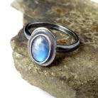 Pierścionki księżycowy,blask,srebrny,szarości,błękitny