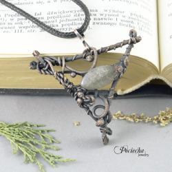 wisior,natura,prezent,labradoryt,surowy,trójkąt - Naszyjniki - Biżuteria