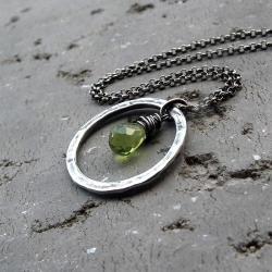 peridot,z kamieniami,srebrny - Naszyjniki - Biżuteria