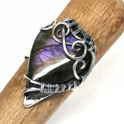 Oryginalny pierścień z purpurowym labradorytem - Pierścionki - Biżuteria