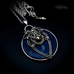 Srebrny wisior - medalion z niebieskim agatem. - Wisiory - Biżuteria