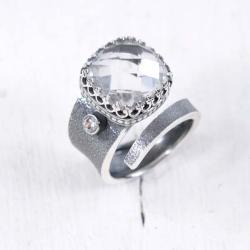Srebrny,regulowany pierścionek z kryształem górsk - Pierścionki - Biżuteria