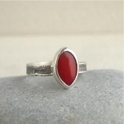 czerwone oczko,koral,pierścionek dla dziewczyny - Pierścionki - Biżuteria