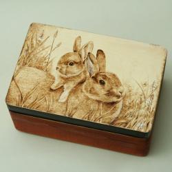 pirografia,wypalane na drewnie,królik - Pudełka - Wyposażenie wnętrz