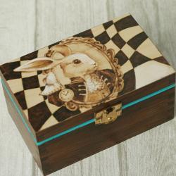 pirografia,królik,alicja w krainie czarów - Pudełka - Wyposażenie wnętrz
