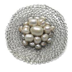 broszka,elegancka,perły,szydełko,pleciona - Broszki - Biżuteria