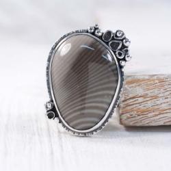 Srebrny pierścionek z krzemieniem pasiastym - Pierścionki - Biżuteria