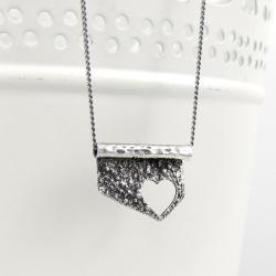 blaszka,celebrytka,serce,topiony,surowy - Naszyjniki - Biżuteria