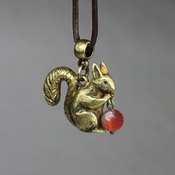 wiewiórka,leśny karneol,słodki,uroczy,ogon - Wisiory - Biżuteria