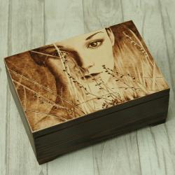 pirografia,kobieta,kufer - Pudełka - Wyposażenie wnętrz