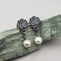 perłowe kolczyki,kwiaty,perły,srebrne,płatki - Kolczyki - Biżuteria