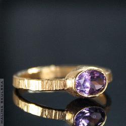 pierścionek,srebrny,złocony,ametyst,ryflowany - Pierścionki - Biżuteria