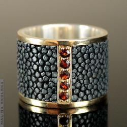 obrączka,złota,granat,płaszczka,unikat,ekskluzywna - Pierścionki - Biżuteria