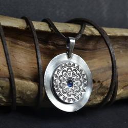 srebrna mandala,mandala z kamiemiem księżycowym - Naszyjniki - Biżuteria