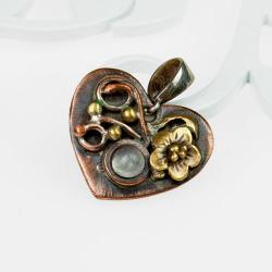 wisiorek,serce,kwiaty,upominek - Wisiory - Biżuteria