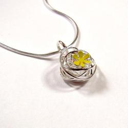 wisiorek,srebro,emaliowany,stokrotka - Wisiory - Biżuteria