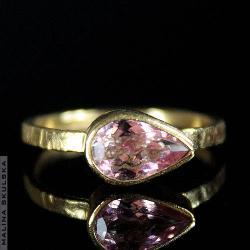 pierścionek,delikatny,ryflowany,turmalin,złocony, - Pierścionki - Biżuteria