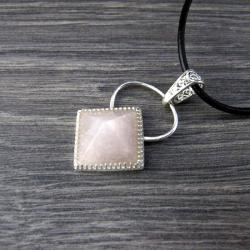 piramida,srebro,różowy kwarc,naszyjnik - Naszyjniki - Biżuteria