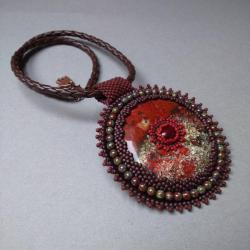 jaspis,medalion,brązowy,haft koralikowy - Naszyjniki - Biżuteria
