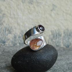 dwukolorowy,złoty kamień,wstążka - Pierścionki - Biżuteria