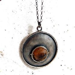srebrny wisior z bursztynem - Wisiory - Biżuteria