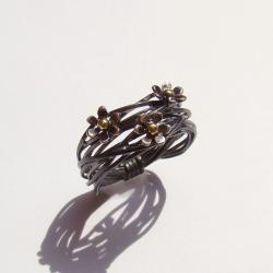 kwiatki,pierścionek,srebro,złoto,oksydowany - Pierścionki - Biżuteria
