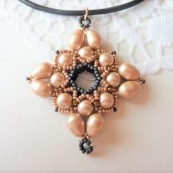 krzyż,beading,Swarovski,perły,wisior, - Wisiory - Biżuteria
