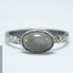 pierścionek,kamień księży,oksydowany,młotkowany - Pierścionki - Biżuteria