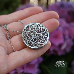 efektowny medalion,srebrny ażur - Naszyjniki - Biżuteria