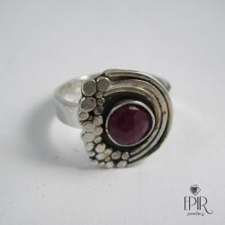 Pierścionek srebrny z rubinem - Pierścionki - Biżuteria