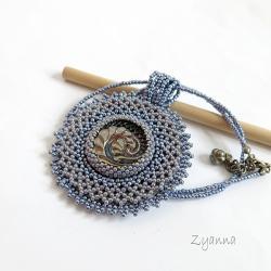 czeski guzik,koronkowy,medalion - Naszyjniki - Biżuteria
